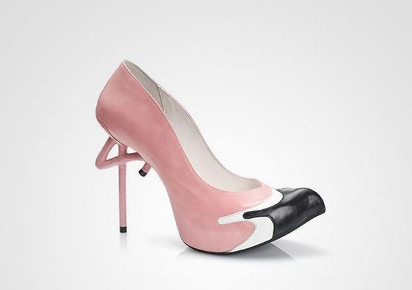 zapatos de tacón con forma flamenco