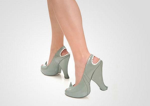 zapatos tacon forma tiburon