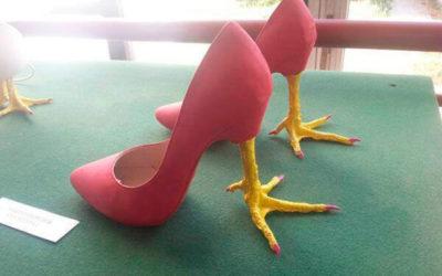 Zapatos de tacón con formas originales