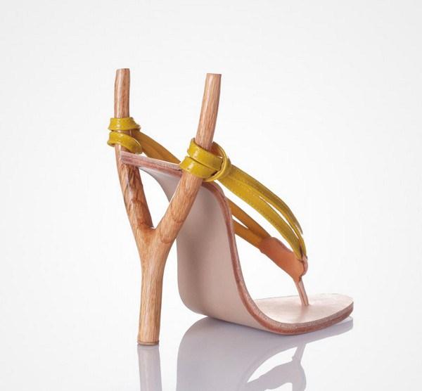 zapatos tacon forma de tirachinas